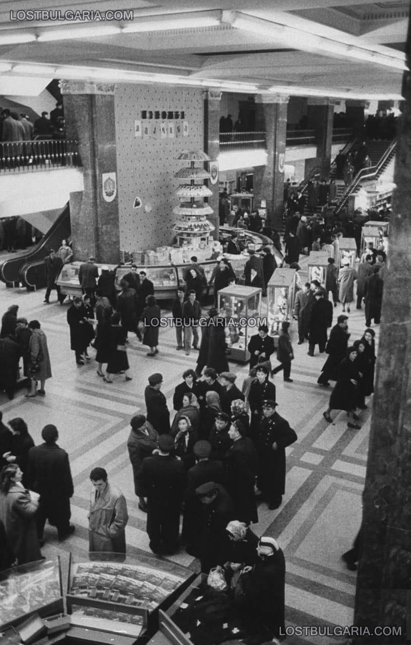 София, ЦУМ (Централен Универсален Магазин), открит през 1957 г., 60-те години на ХХ век