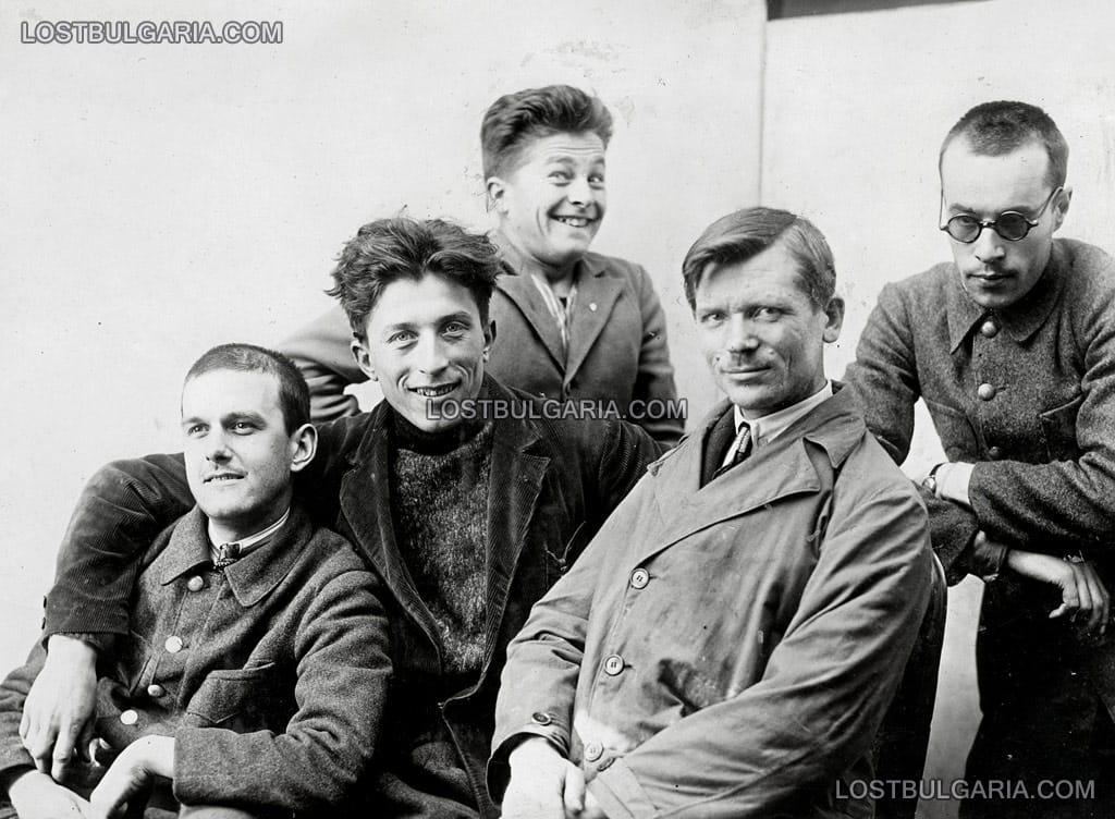 най-ляво Георги Писковски, най-дясно полковник Мирчо Качулев, фотограф-художник и ръководител на отряда, 1926 г.