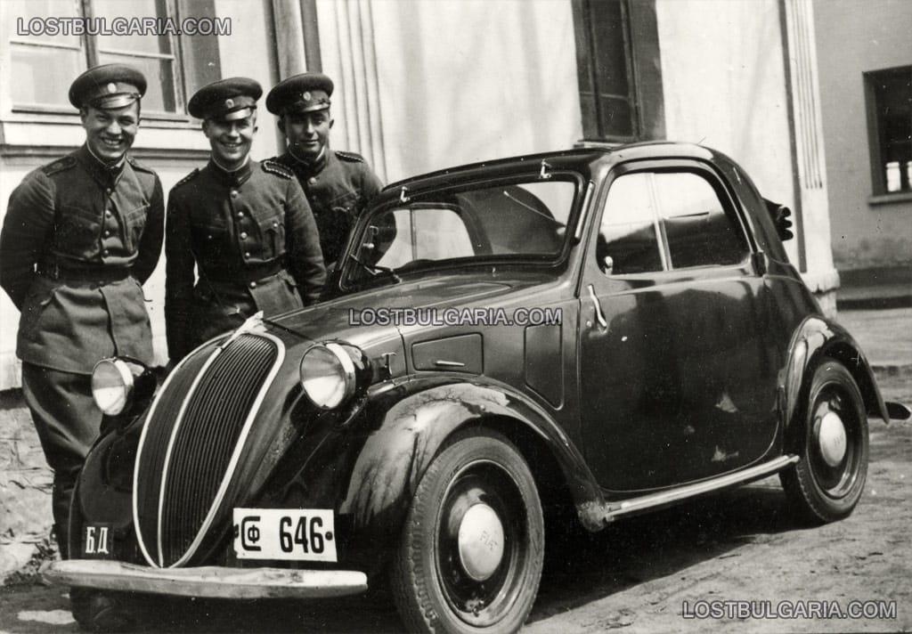 Фиат Тополино (FIAT Topolino) със софийска регистрация и табелка БД, обозначаваща превозните средства, мобилизирани в годините на войната. 40-те години на ХХ век